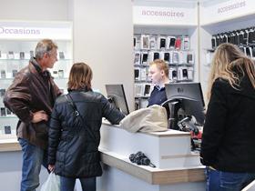 Belpunt Telecombinatie een klant wordt geholpen