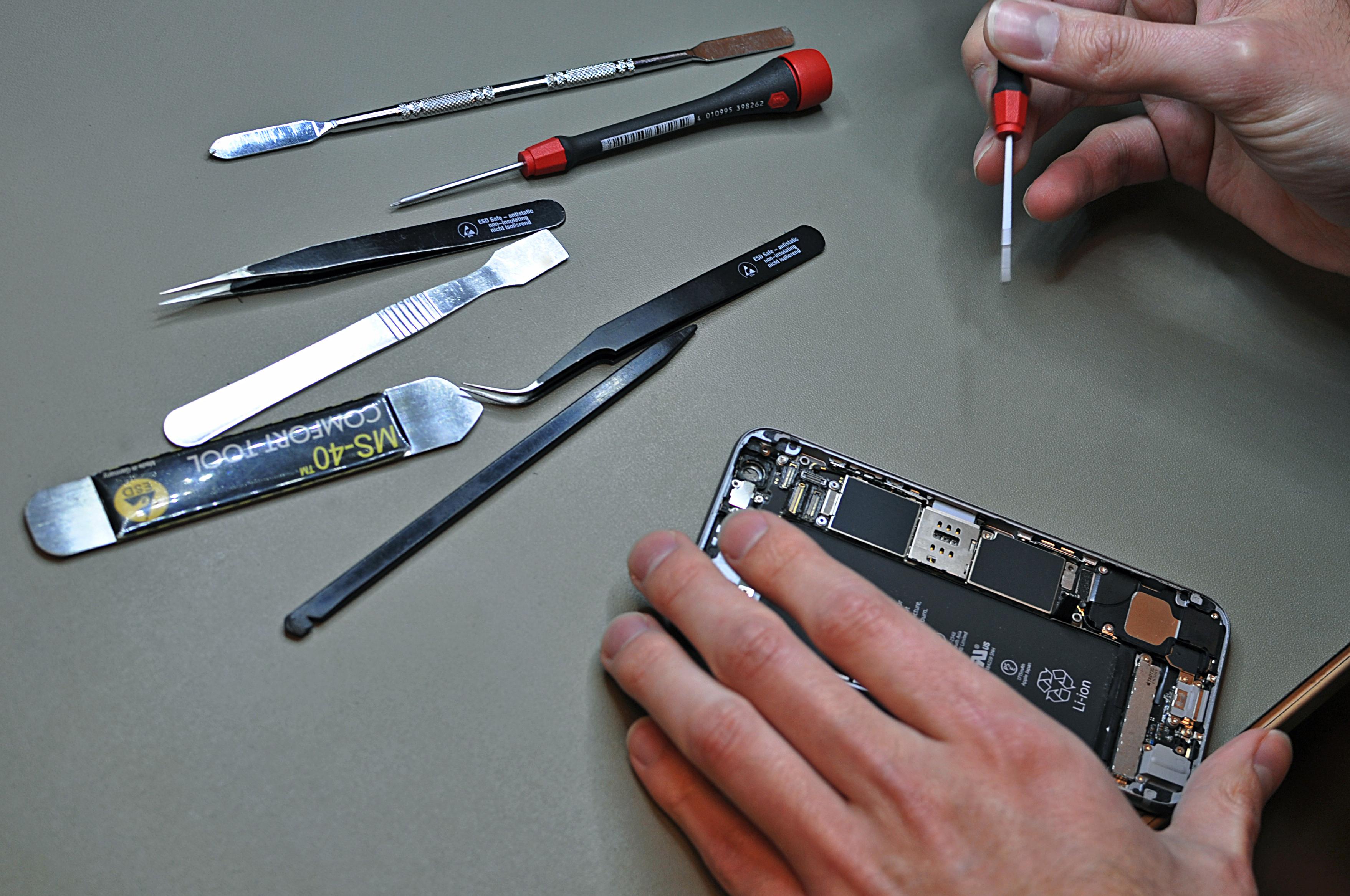Reparatie telefoon medewerker